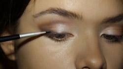 Карамельный макияж для брюнеток