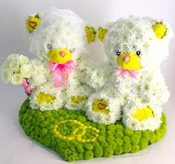 Мишки свадьба из цветов
